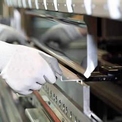 Coladeira dobradeira de papelão
