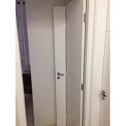 Porta de madeira branca