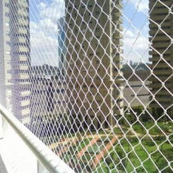 Instalação de tela de proteção janela